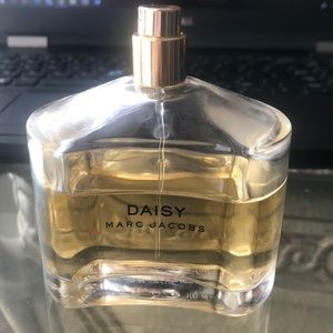 Daisy Marc Jacob 3/4 left bottle size 100ml